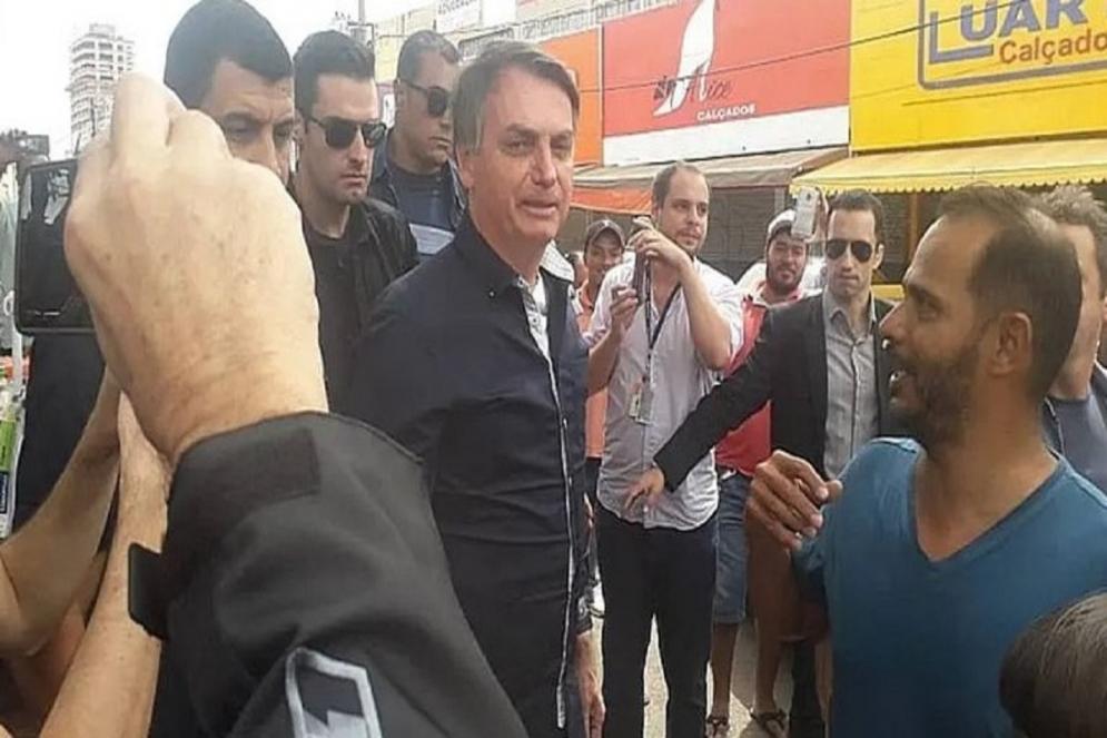 Bolsonaro em plena Pandemia do Coronavírus visita comércio e tira fotos nas ruas